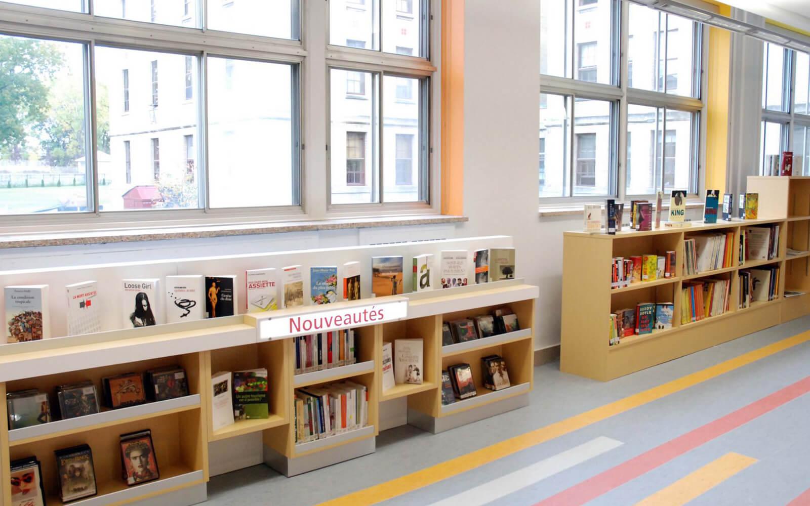 Aménagement bibliothèque institutionelle collègue André-Grasset