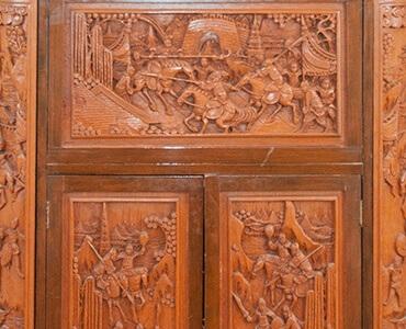 Détail bas relief bois