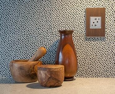 Détail applique murale vases bois