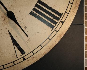 détail horloge ardoise