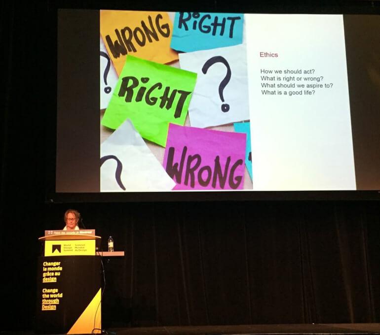 Durant la conférence du Dr Lucinda Kaukas Havenland, Syracuse University, USA, au Sommet Mondial du Design