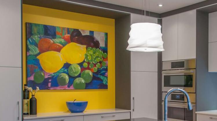 Garder-manger intégré aux armoires de la cuisine rénovée