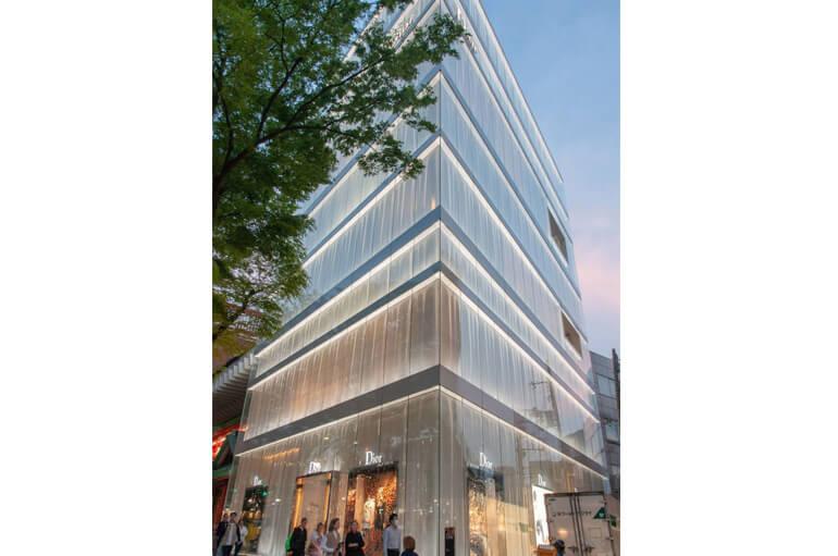 Boutique Dior, diaphane tel un rideau de voile.