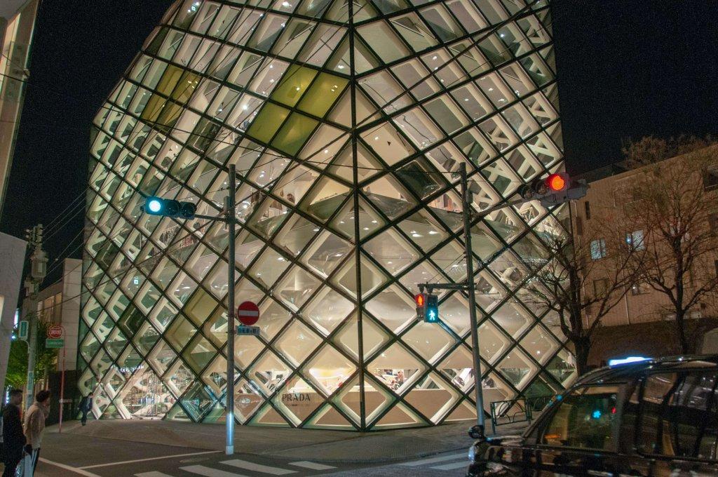 Prada, joyeuse grâce à son motif arlequin en verre 3D