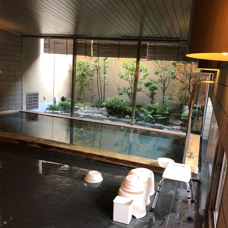 Design d'un onsen dans un hôtel au Japon