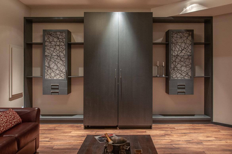 Design de mobilier sur mesure pour rangement dans un sous-sol