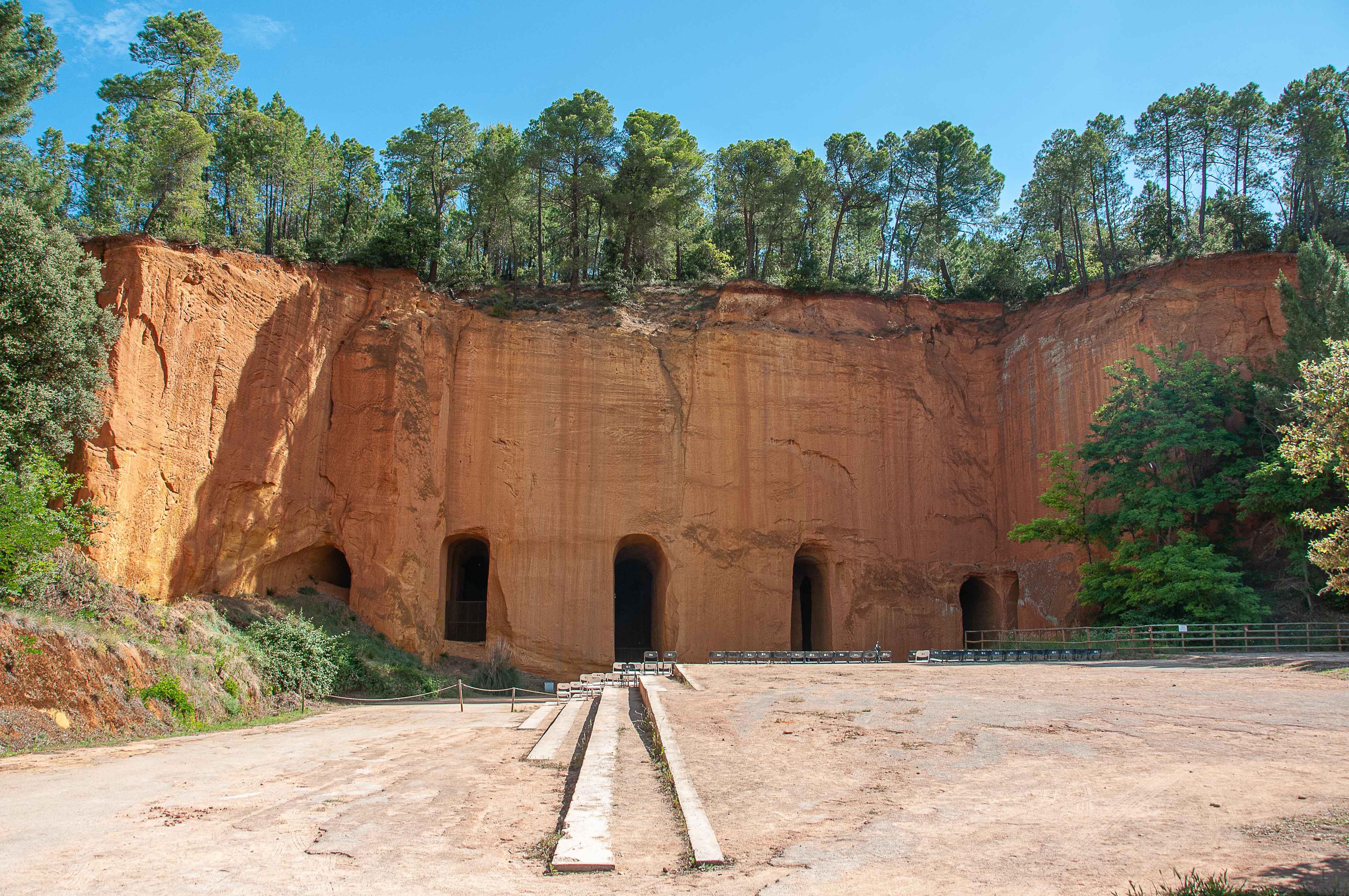 L'entrée d'une mine d'ocre